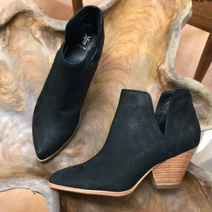 NWOT Frye Reina cut out bootie NWOT black boots